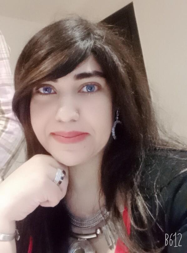الشاعرة الدكتورة نادية حلمي
