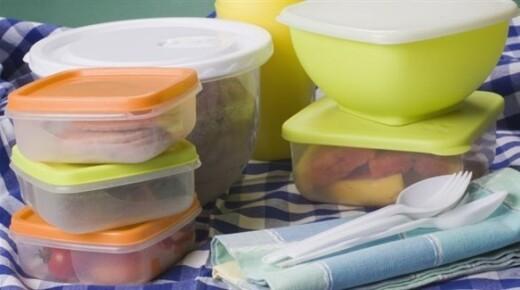 إحذروا .. إعادة استخدام عبوات تغليف الغذاء البلاستيكية بها سم قاتل .. والسبب!!