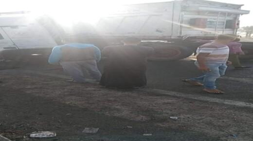 بالأسماء .. مصرع 6 عمال في حادث تصادم سيارة نقل ثقيل بملاكى على الطريق الأوسطي بالبدرشين